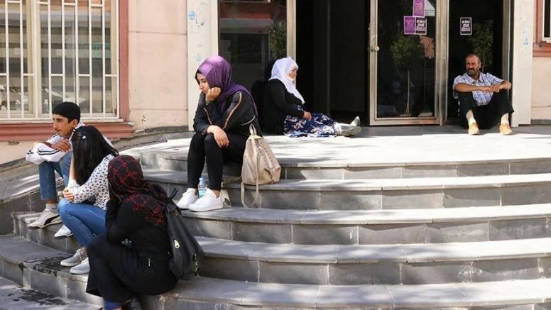 HDP Önünde Oturma Eylemleri Dalga Dalga Yayılıyor: Anneler HDP'den Çocuklarını İstiyor