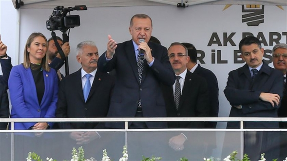 Erdoğan: Eğer yiğitsen ben cumhurbaşkanlığımı ortaya koyuyorum, sen genel başkanlığını ortaya koyabiliyor musun