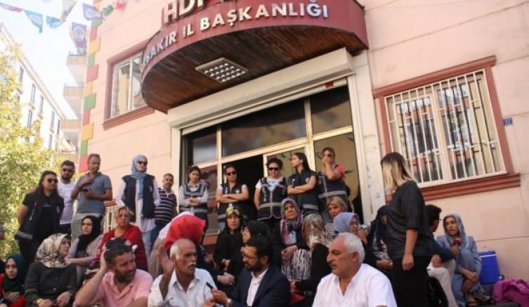 Evlat Nöbetinde ki Anneleri Tehdit Eden HDP Yöneticilerine Soruşturma