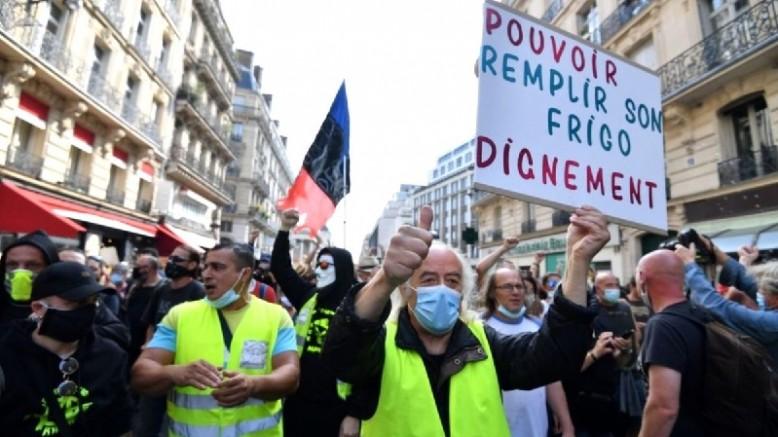 Fransa'da 'Sarı Yelekliler' Yeniden Sokakta! Hedefte Macron Var