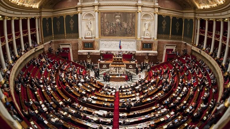 Fransa'da skandal karar! Müslümanları hedef alan yasa Ulusal Meclis'ten geçti!