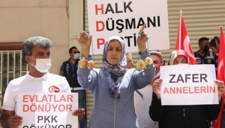 HDP'liler 'oğlun gelirse eşek gibi anırırız' demişti! O anne evladına kavuştu