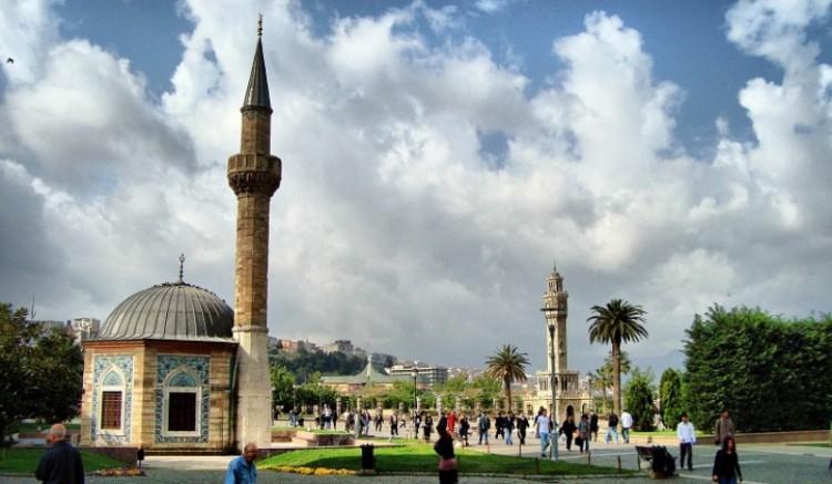 İzmir'de Cami Minaresinden Bu Kez de Müslüm Gürses Çalındı!