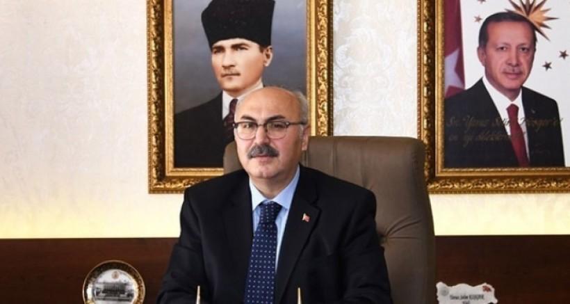 İzmir'de milli günler hariç her türlü etkinlik Valilik kararıyla ertelendi