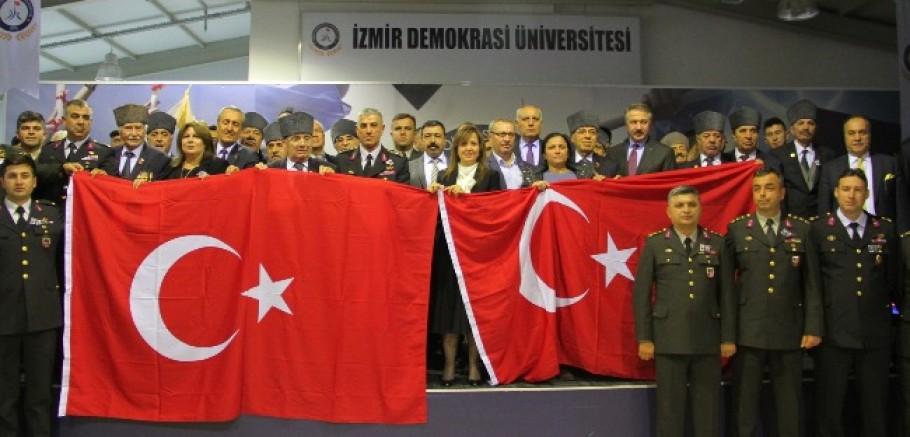 İzmir Demokrasi Üniversitesi Fethi Sekin Ve Musa Can'ı Unutmadı