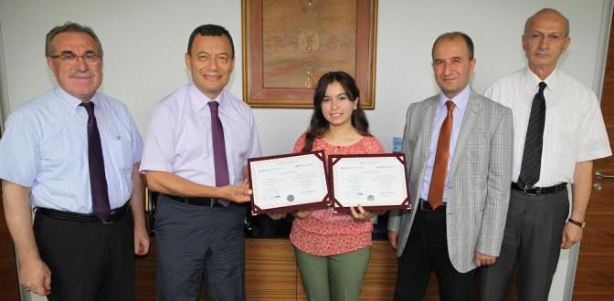 İzmirli Seray 4 yıl okudu, çifte mühendis oldu