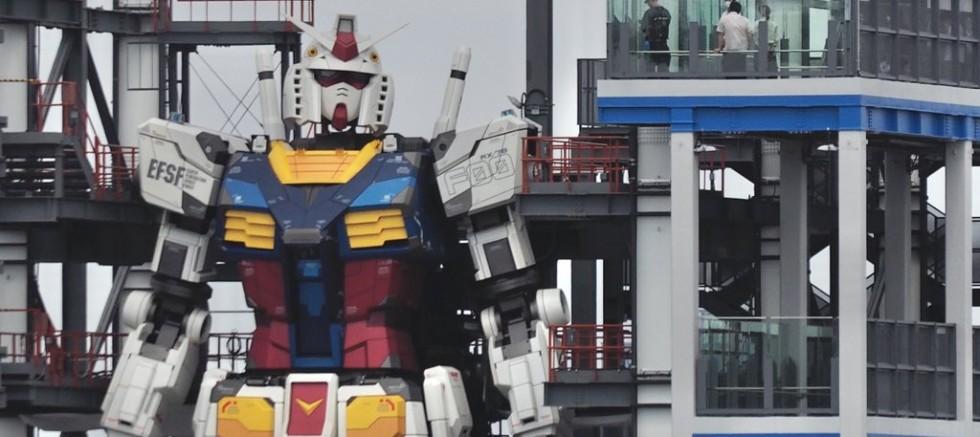 Japon yapımı 18 metre yüksekliğinde ki Gundam Robotu Hayata İlk Adımını Attı