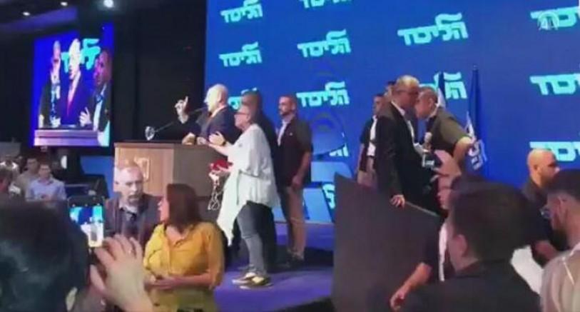Roket Korkusu: Netenyahu'yu Salondan Böyle Kaçırdılar